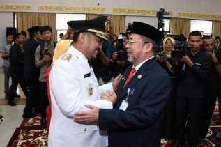 Catur Dilantik Jadi Bupati Kampar 2017-2022, Bupati Amril Mukminin Ucapkan Tahniah
