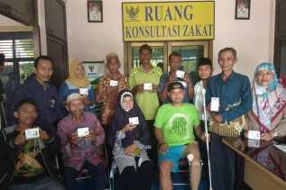 21 Mustahik Dapat Bantuan Kaki Palsu dan Alat Bantu Pendengaran dari Baznas Kabupaten Bengkalis