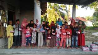 Forum Anak Rupat Bagi-Bagi Takjil Gratis di Kelurahan Terkul