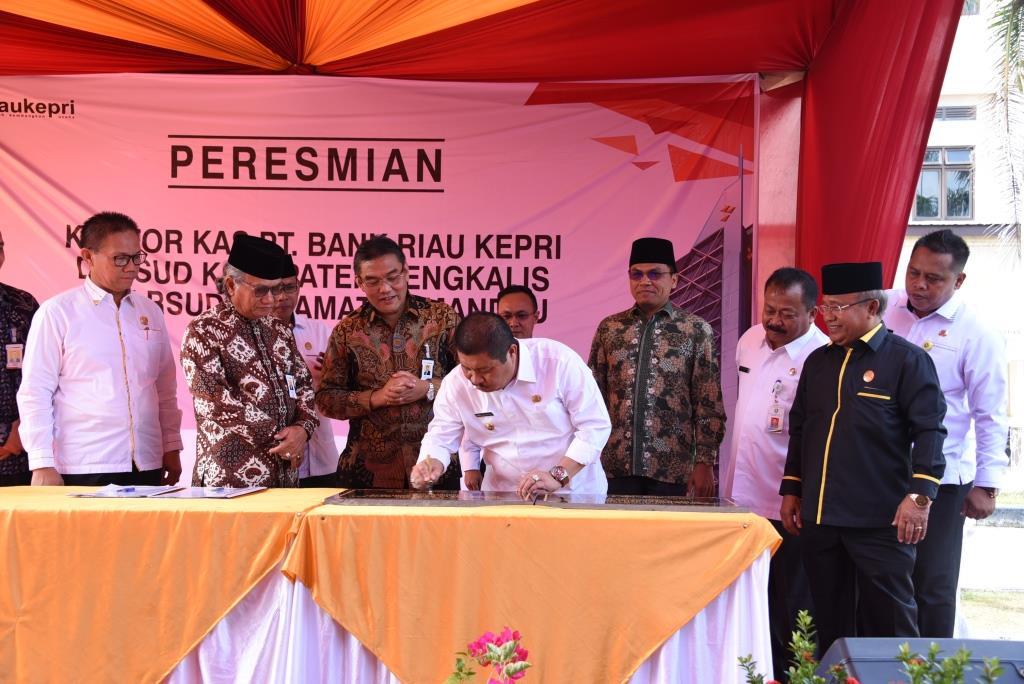 Bupati Resmikan Kantor Kas Bank Riau Kepri
