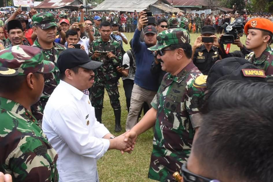 Panglima TNI dan Kapolri Mendarat di Kelurahan Terkul Kecamatan Rupat