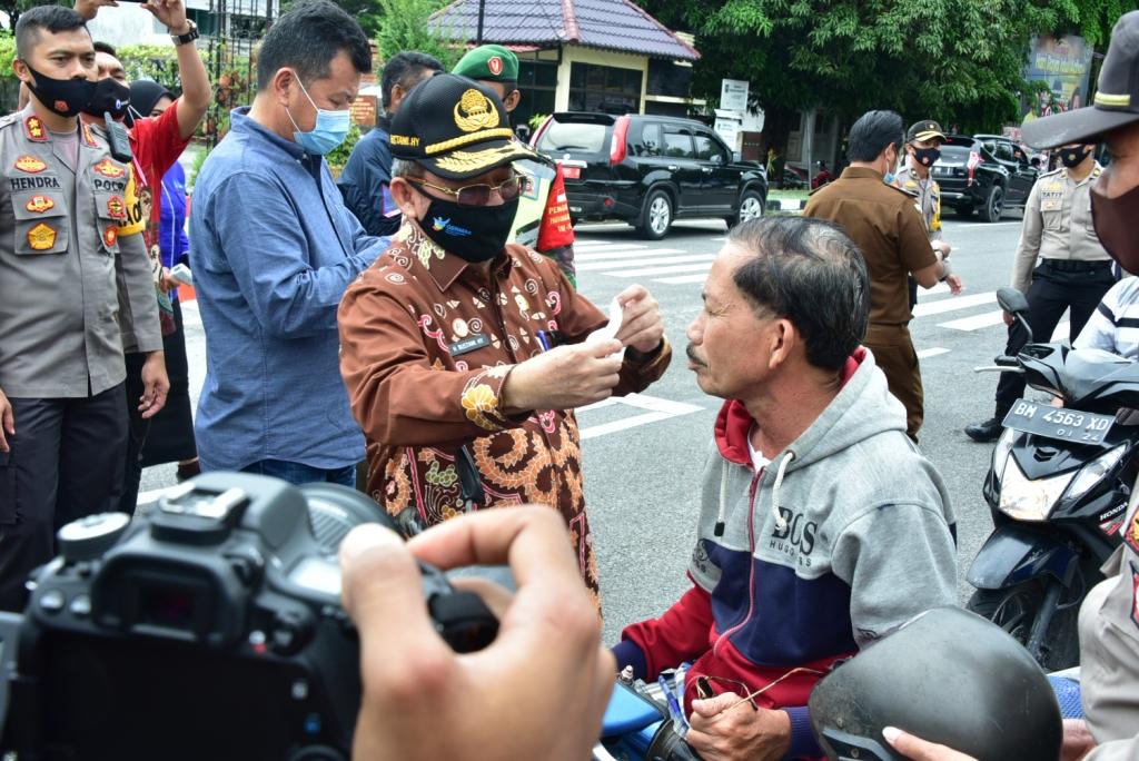 Plh. Bupati Bengkalis Apresiasi Gerakan Bagi Masker Serentak