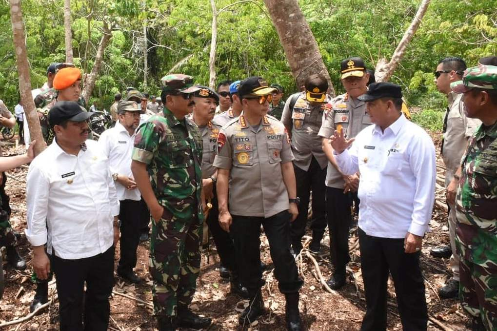 Didampingi Bupati Amril Mukminin, Panglima TNI dan Kapolri Tinjau Lokasi Karhutla di Rupat