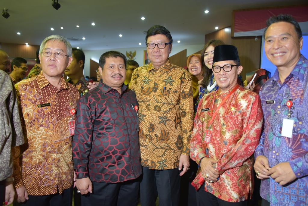 Besok, Seluruh Pejabat dan Pegawai Kenakan Pakaian Batik