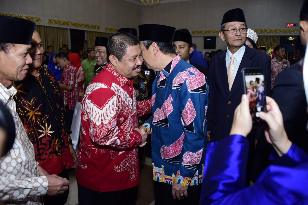 Bupati Amril Mukminin hadiri acara Pengukuhan Kepengurusan FPK Periode 2019-2022  dan FKDM Riau