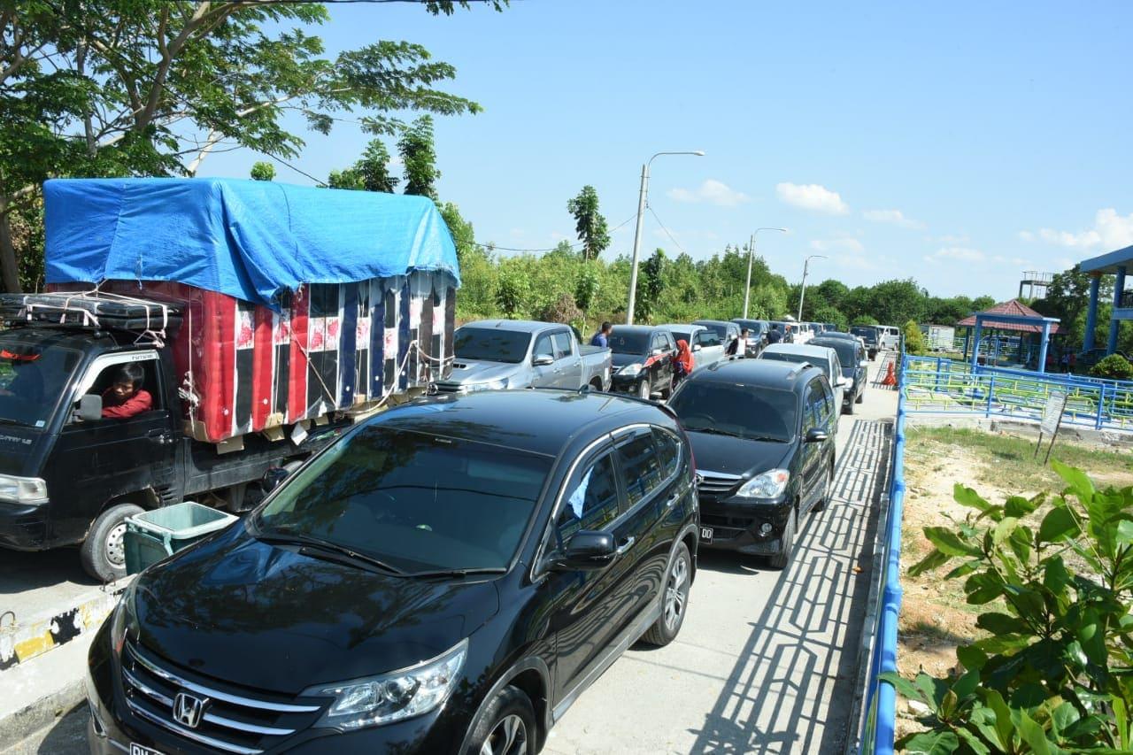 Hari Pertama Pasca Libur Imlek, Pelabuhan Sungai Selari Sangat Padat