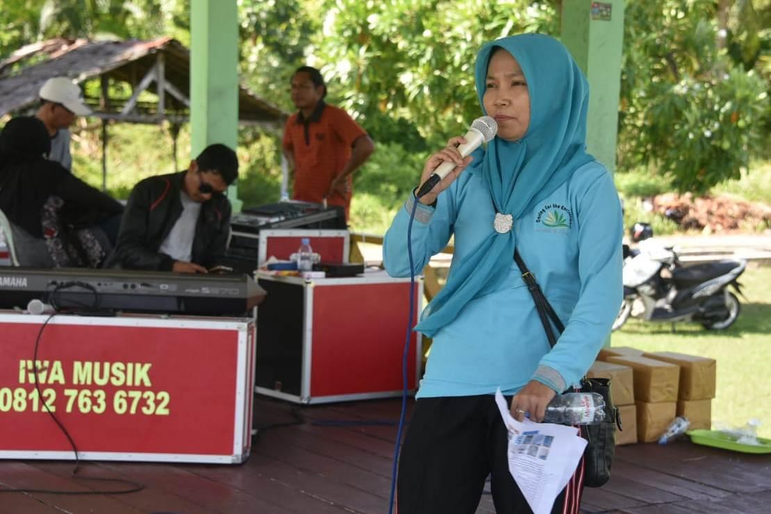 Rafiani, Ph.D, saat memberikan penyuluhan tentang lingkungan kepada pengurus dan anggota DWP Kabupaten Bengkalis