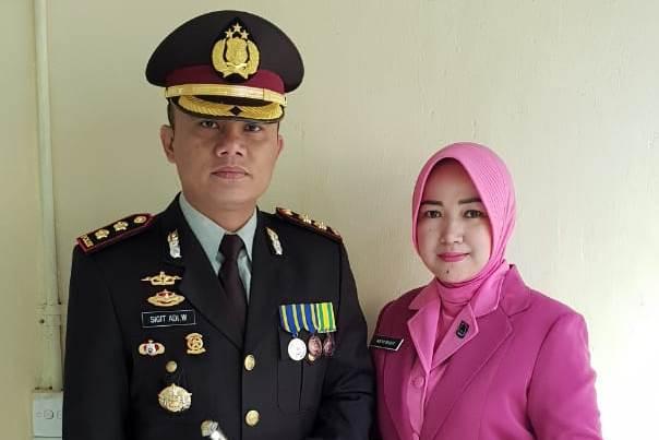 AKBP Sigit Adiwuryanto beserta istri