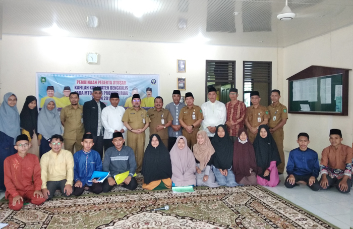 foto bersama sejumlah peserta dan pelatih.